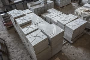 Textured and patterned precast concrete pieces