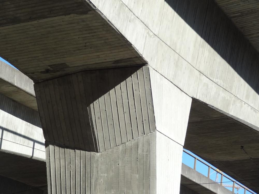 Precast concrete bridge